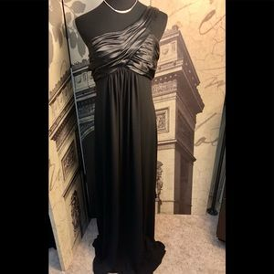 Beautiful evening gown by David's Bridal size 12